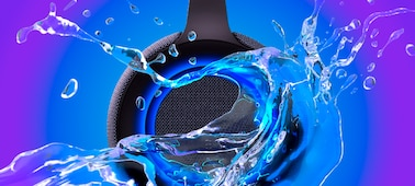 Snímek reproduktoru SRS-XG500 se stříkající vodou, který dokládá odolnost reproduktoru proti vodě.