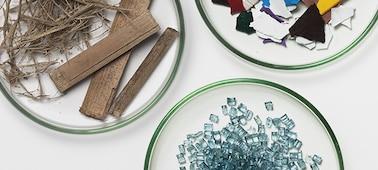 Obrázek tří misek naplněných udržitelnými materiály