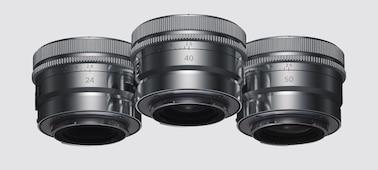 Produktový snímek zobrazující kovovou povrchovou úpravu objektivu