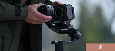 Produktový snímek znázorňující fotografování s objektivem upevněným na gimbalu