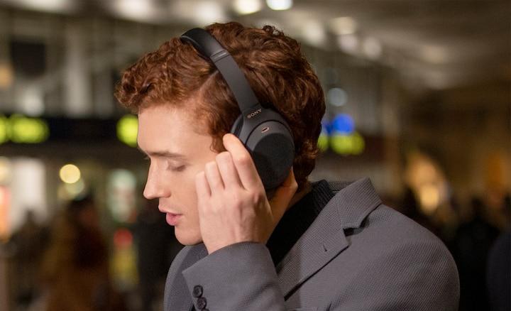 Sluchátka WH-1000XM4 s funkcí hlasového asistenta