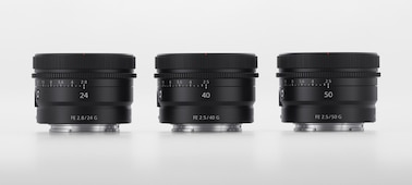 Produktový snímek se třemi téměř identickými objektivy