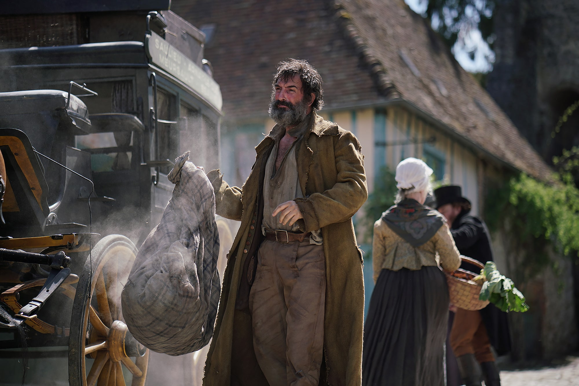 Christophe Brachet Sony Alpha 7RII french actor dressed in rags holds a sack standing next to a stagecoach